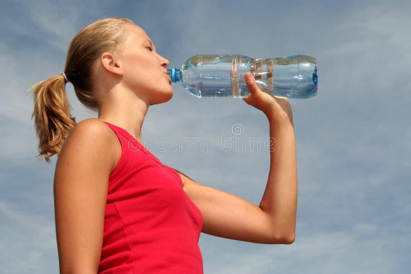 Água bebendo da mulher fotos de stock