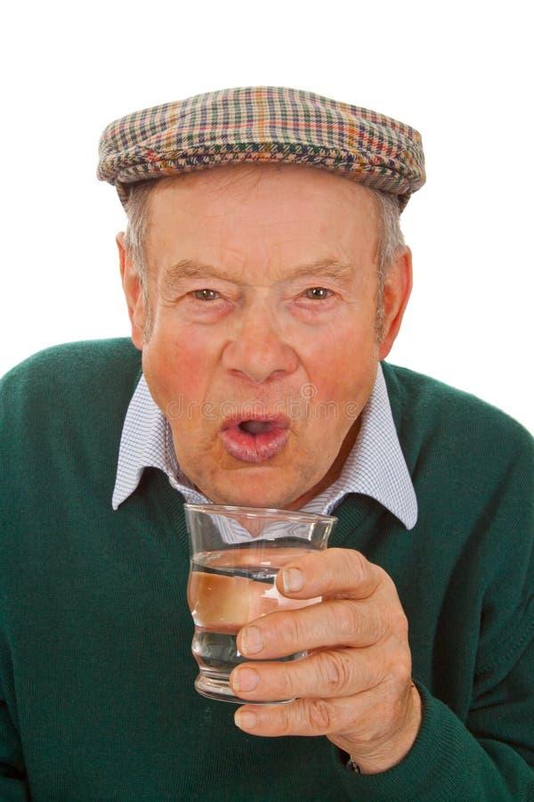Água bebendo sênior masculina fotos de stock royalty free