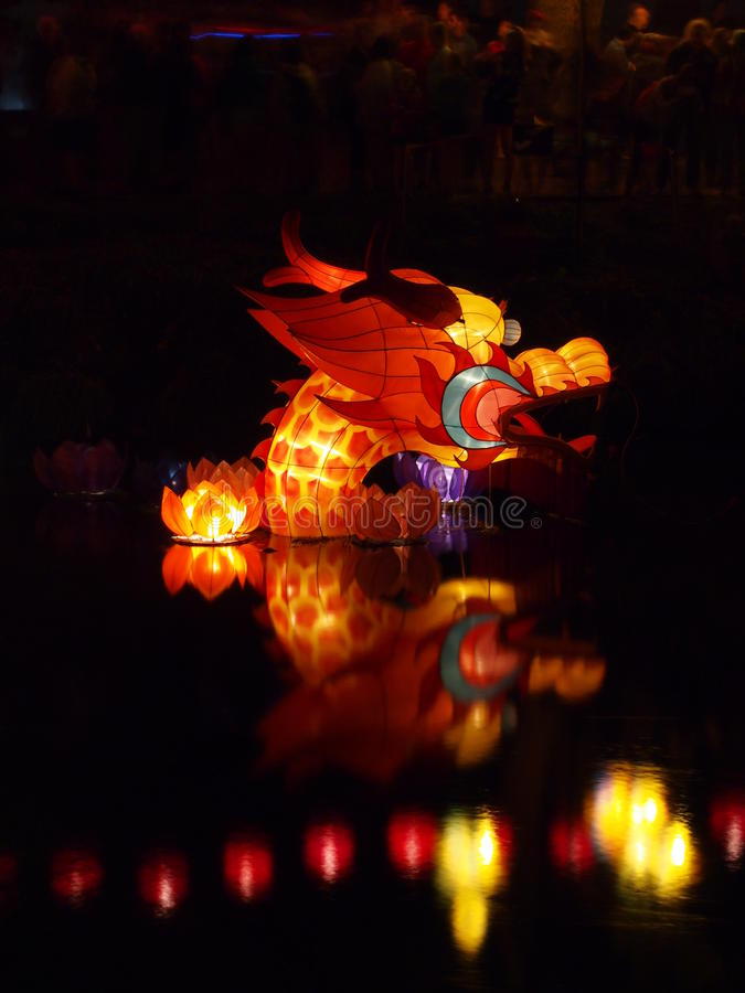 Água chinesa Dragon Lantern fotografia de stock royalty free