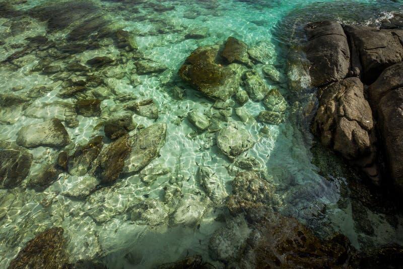 Água clara em Koh Racha Yai Island imagem de stock