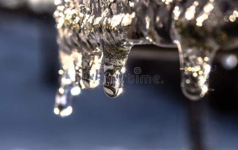 Água, congelando, perto acima, a iluminação