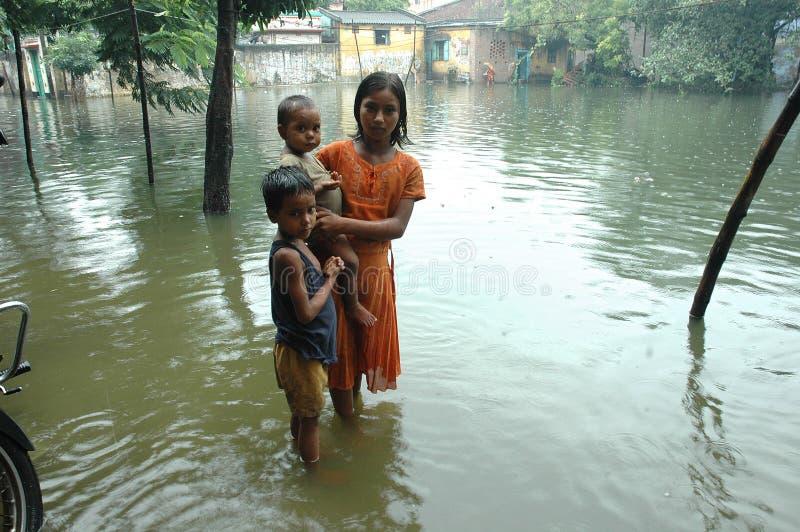 Água da causa das chuvas que entra Kolkata fotografia de stock royalty free