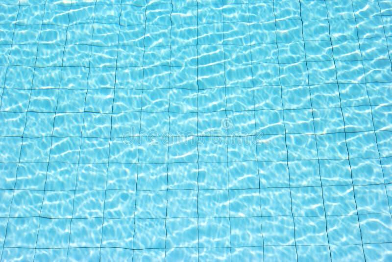 Água da circunstância que reflete no sol imagens de stock