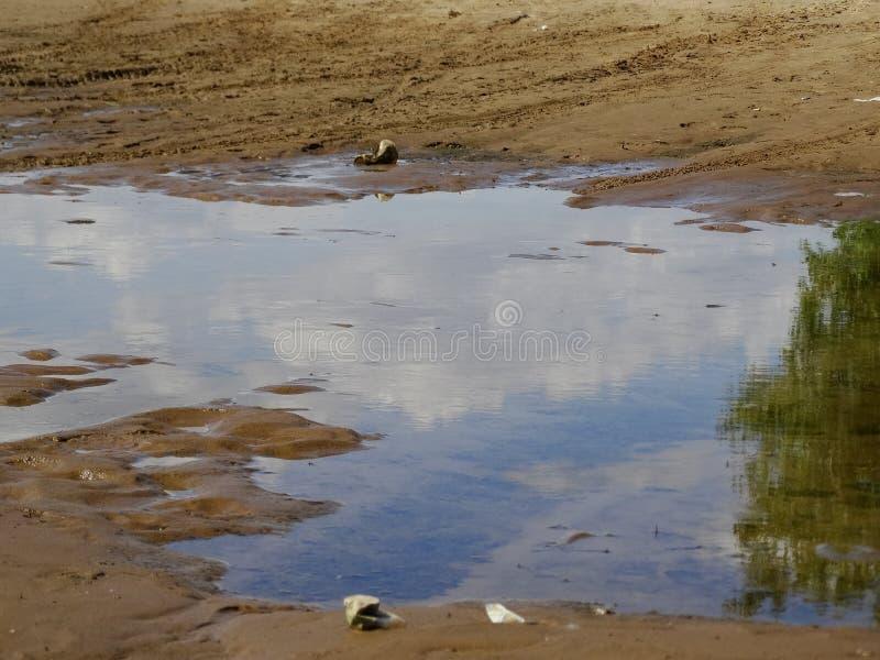Água da inundação da inundação do campo imagens de stock