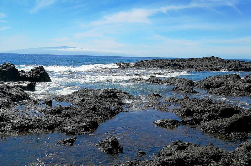 Água da maré na costa atlântica fotos de stock