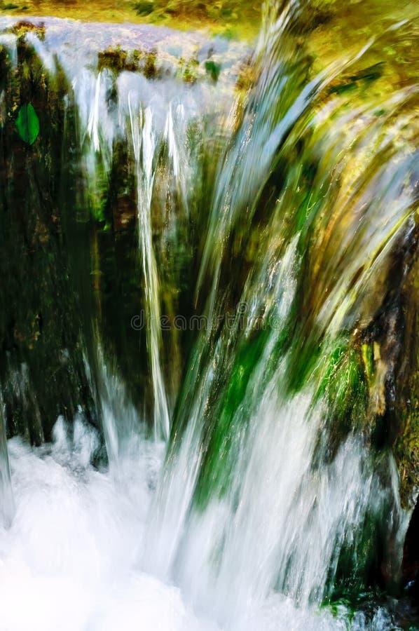 Água de fluxo rápida fotos de stock