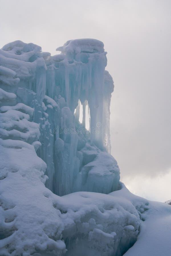 Download Água de queda congelada foto de stock. Imagem de icicles - 535416