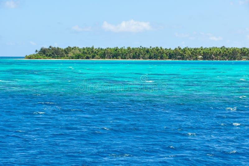 Download A água De Turquesa Perto Da Ilha De Nacula Em Fiji Imagem de Stock - Imagem de romântico, fiji: 80100185