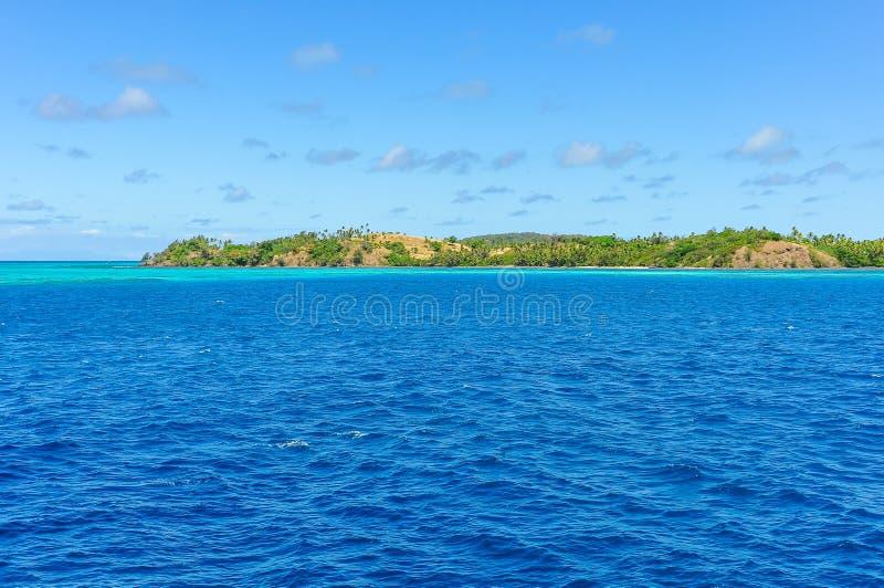 Download A água De Turquesa Perto Da Ilha De Nacula Em Fiji Imagem de Stock - Imagem de branco, fiji: 80100247