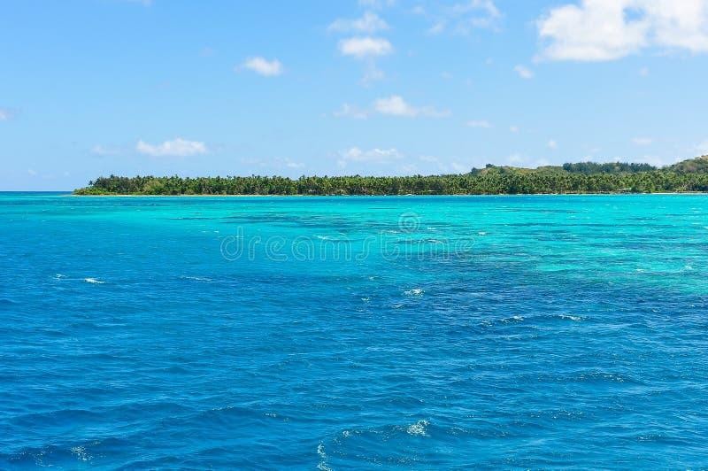Download A água De Turquesa Perto Da Ilha De Nacula Em Fiji Foto de Stock - Imagem de praia, destinos: 80100698