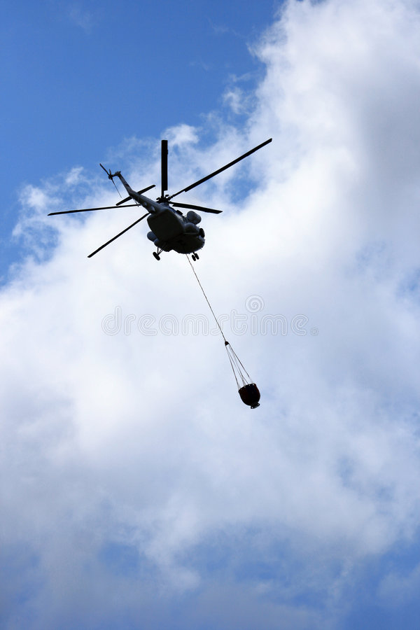 Água do vôo do helicóptero fotografia de stock