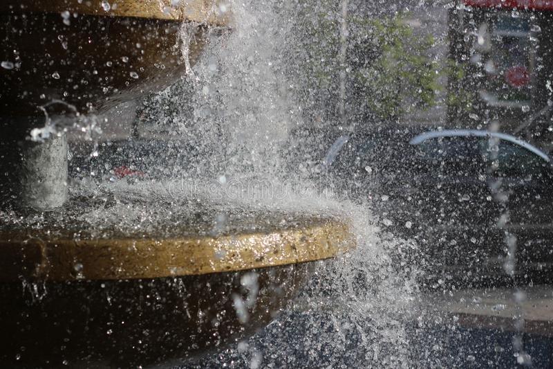 A água espirra no ar fotografia de stock royalty free
