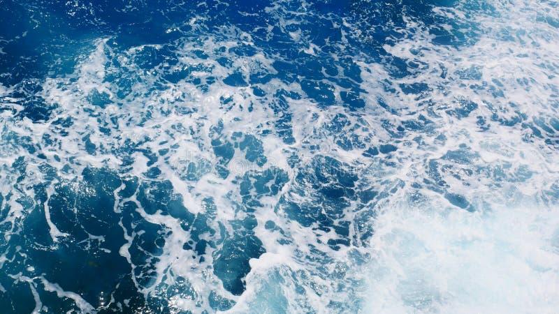 Água espumoso do oceano, vista superior do oceano foto de stock