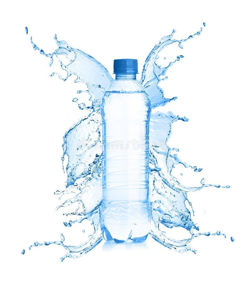 Água fresca que espirra fora da garrafa foto de stock royalty free