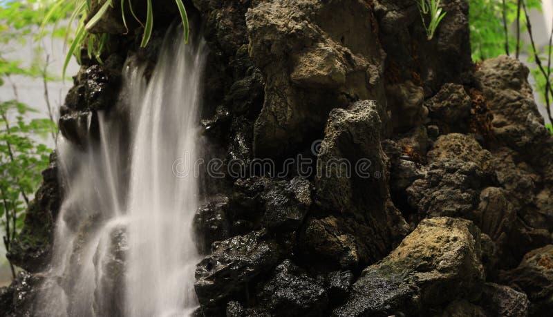 Água nas rochas foto de stock royalty free