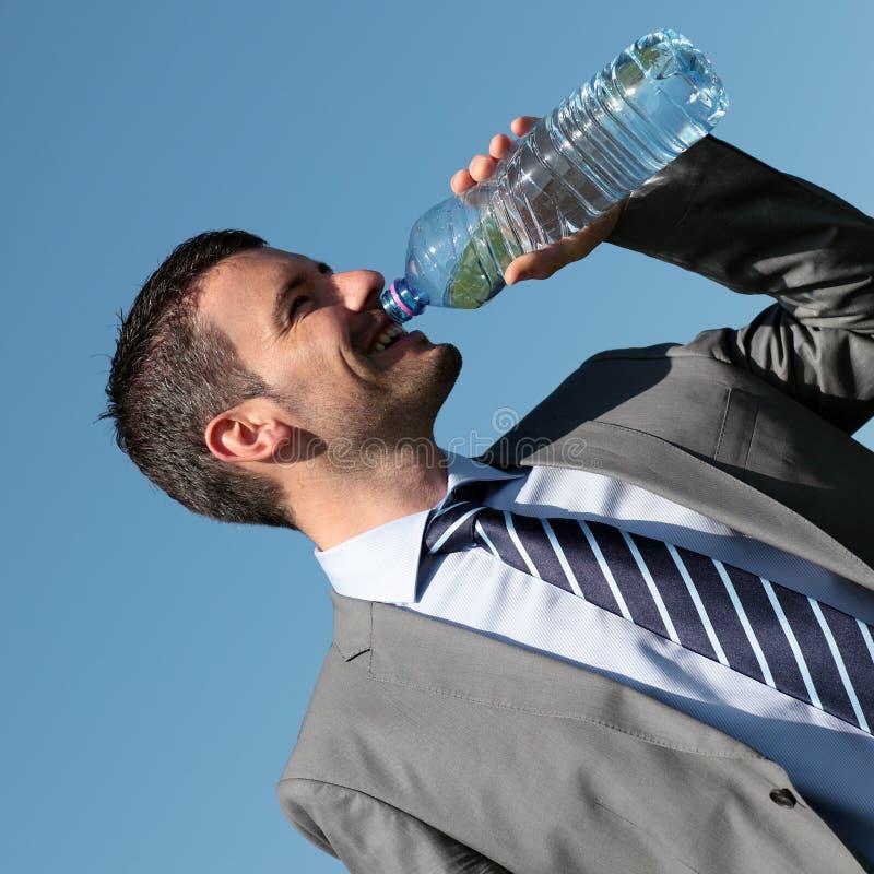 Água potável considerável do homem de negócios fotos de stock royalty free