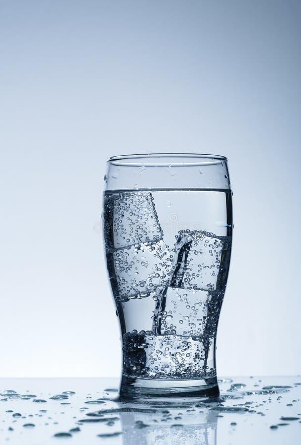 Água purified fria no vidro imagem de stock