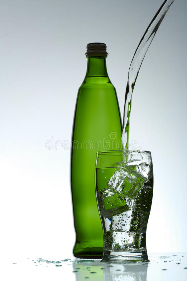 Água purified fria no vidro imagem de stock royalty free