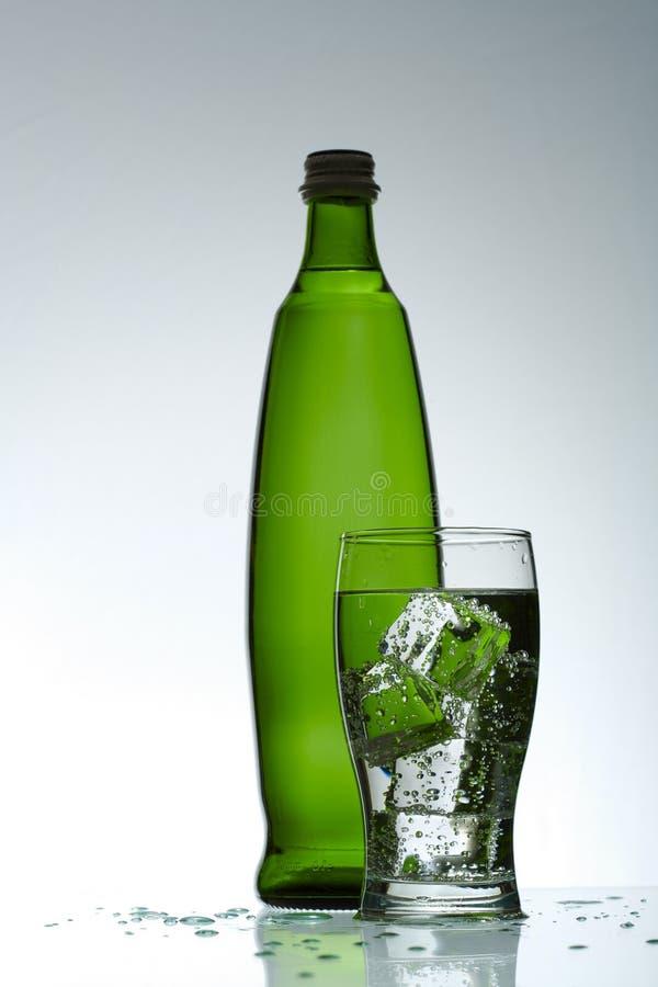Água purified fria no vidro fotografia de stock royalty free