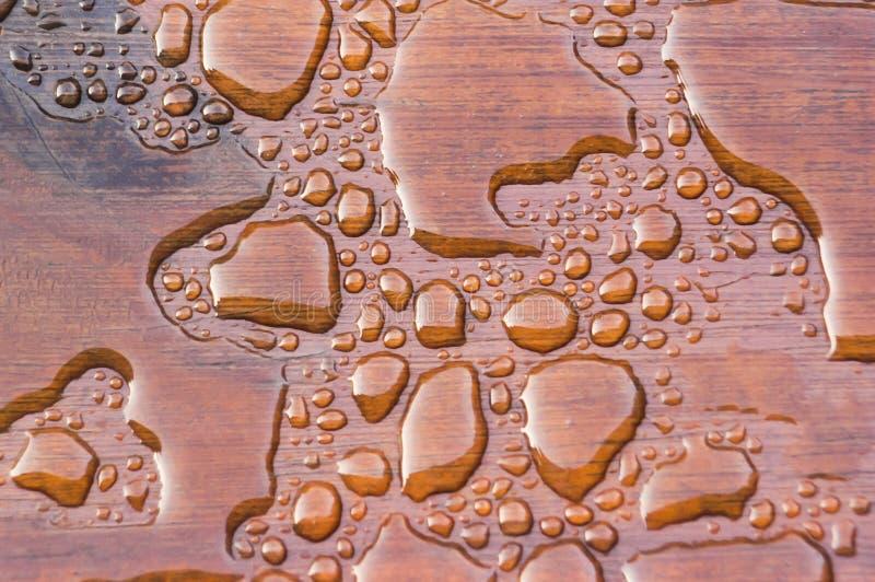 Água que perla na plataforma recentemente selada imagem de stock