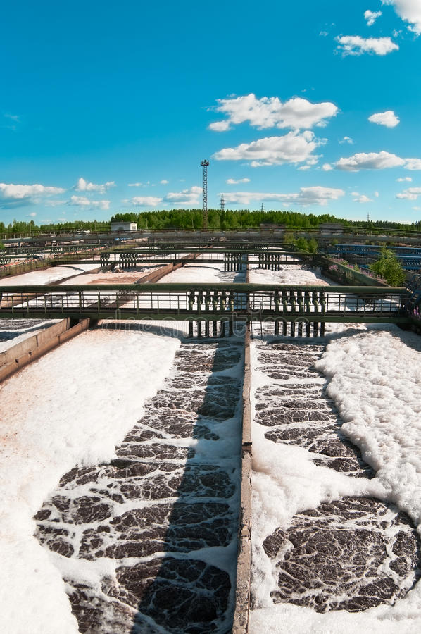 Água que recicl a estação da água de esgoto imagem de stock royalty free