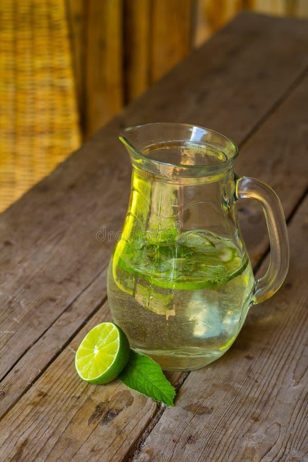 Água saudável da vitamina fotos de stock