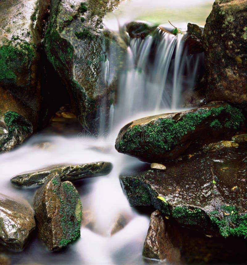 Água sobre rochas fotografia de stock