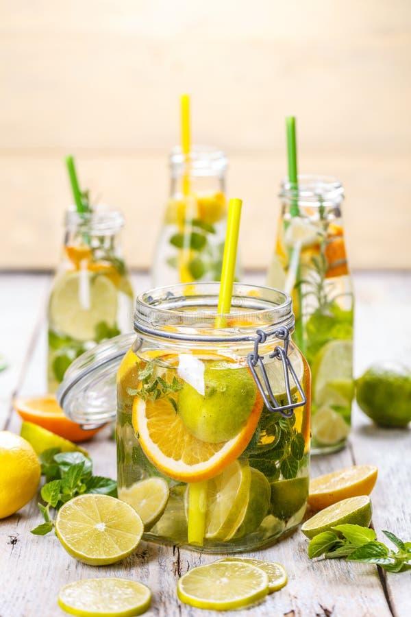 Água Vitamina-fortificada saudável fotografia de stock