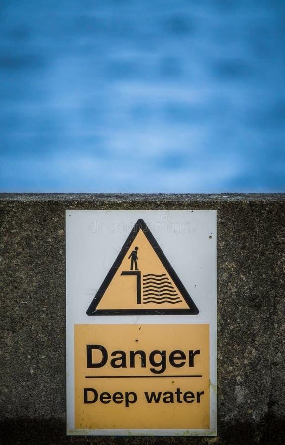 Águas profundas do perigo fotografia de stock
