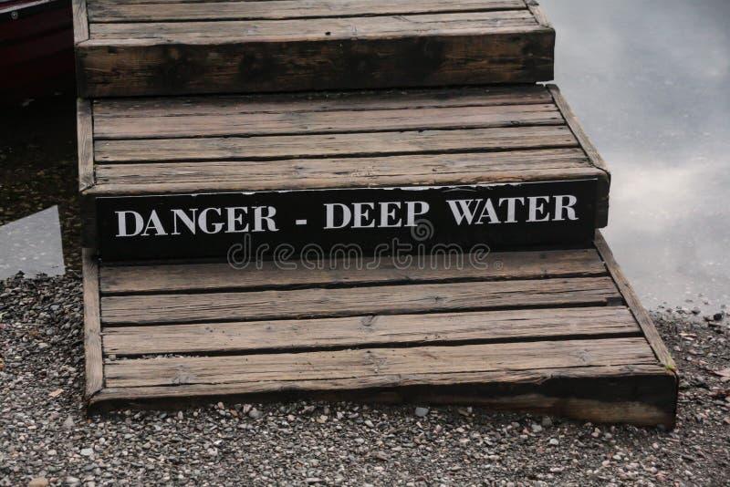 Águas profundas do perigo foto de stock royalty free