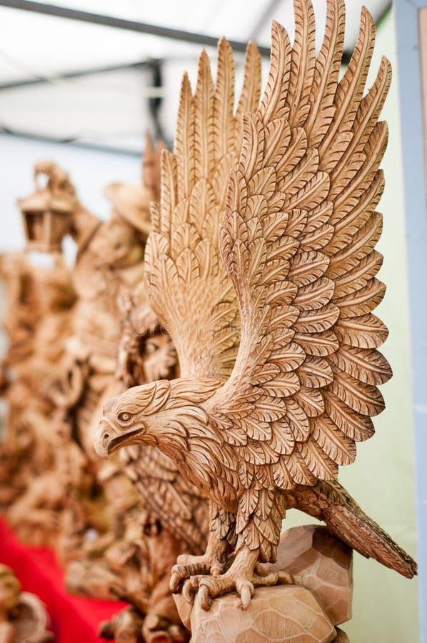 Águila de madera fotos de archivo