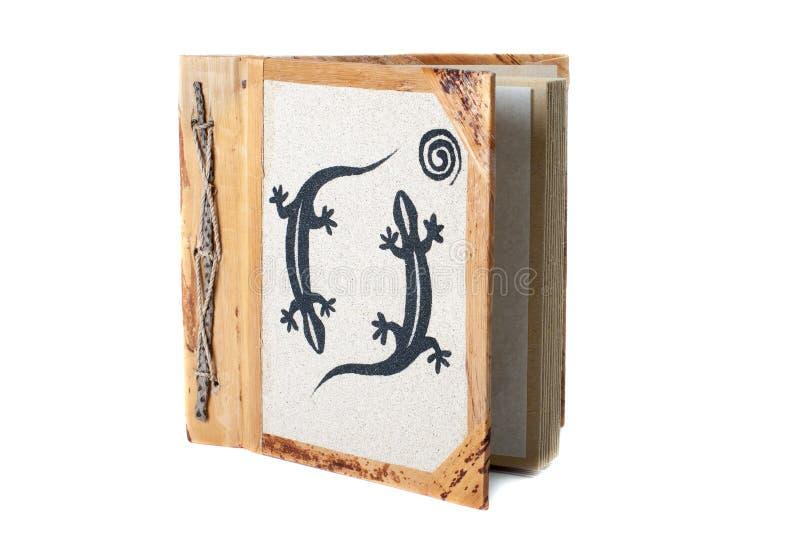 Álbum de foto con la decoración aislada en el fondo blanco imagen de archivo