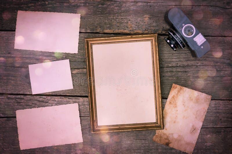 Álbum de foto de Navidad de la Feliz Navidad en la tabla de madera vieja foto de archivo libre de regalías