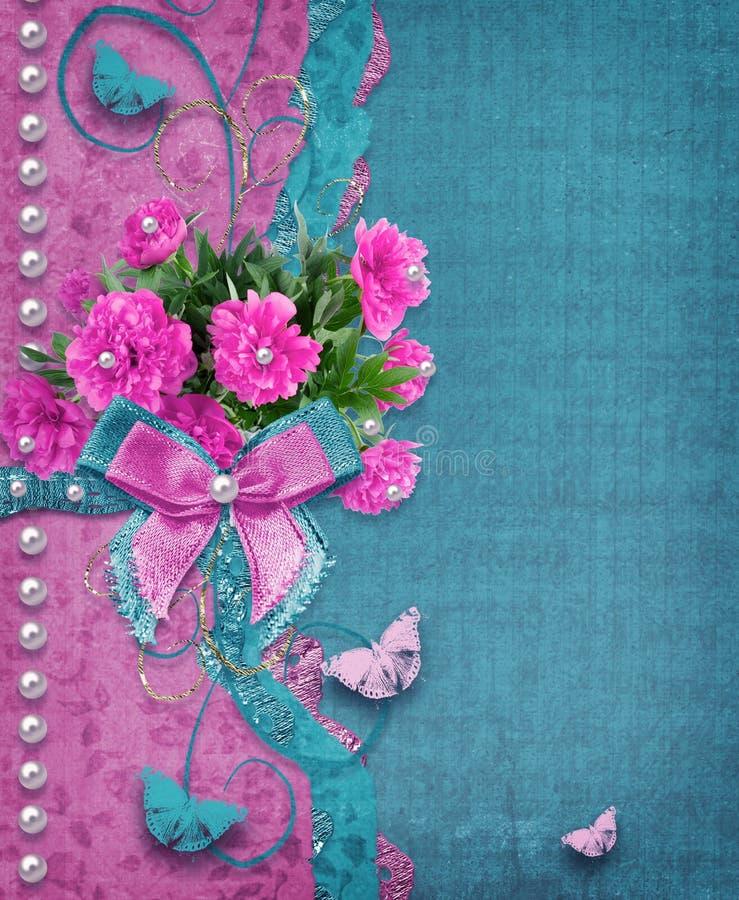 Álbum de fotografias velho do vintage com as peônias cor-de-rosa bonitas foto de stock