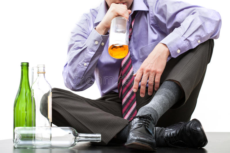 Álcool bebendo da garrafa fotografia de stock royalty free