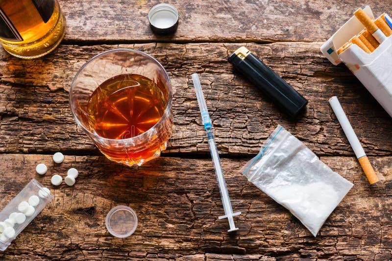Álcool, cigarros, drogas, comprimidos imagem de stock royalty free