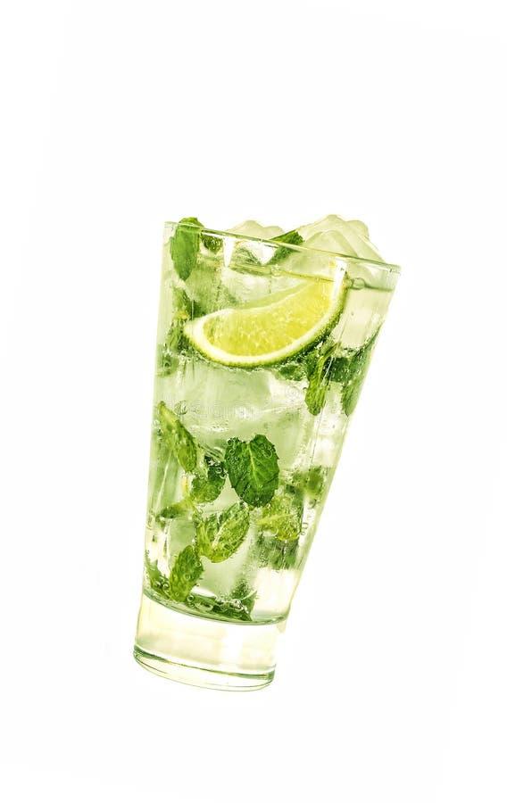 Álcool, mojito, vidro com uma inclinação, fundo isolado, branco feche acima, espaço da cópia, disposição de projeto foto de stock royalty free