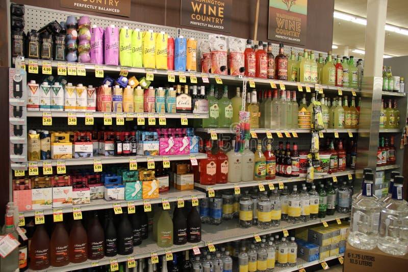 Álcool no supermercado fotografia de stock