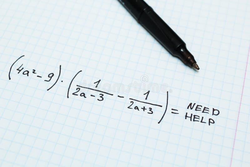 Álgebra, ayuda de la necesidad Cuaderno matemático fotografía de archivo