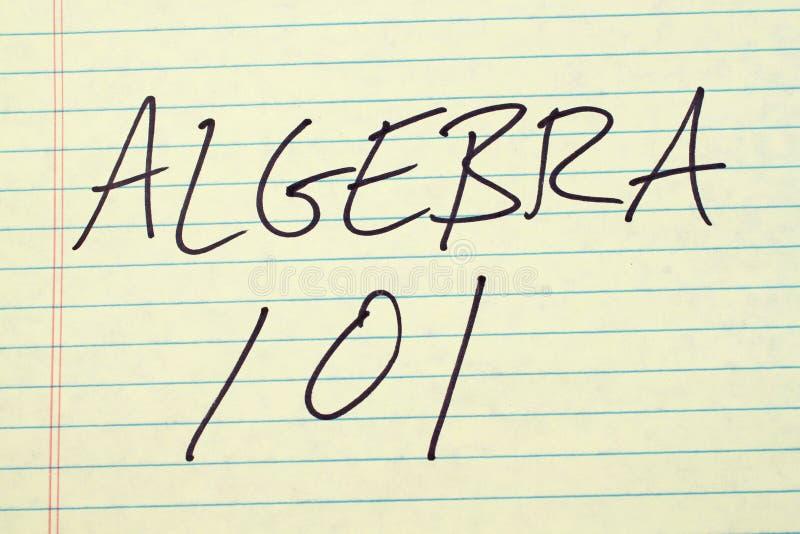 Álgebra 101 en un cojín legal amarillo foto de archivo