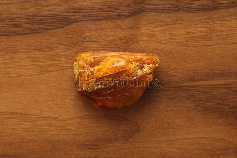 Ámbar de piedra mineral natural sin procesar crudo ambarino, una colección imagenes de archivo