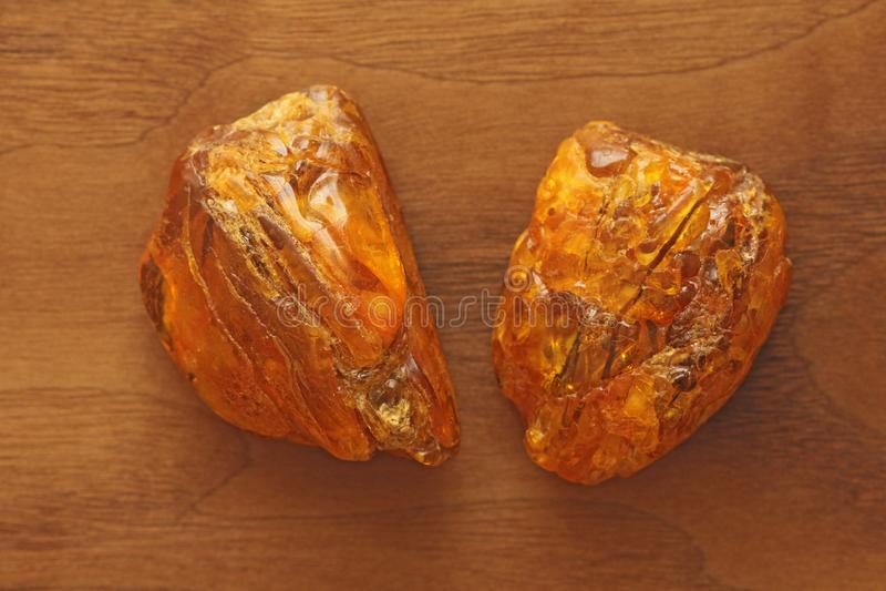 Ámbar de piedra mineral natural sin procesar crudo ambarino, una colección foto de archivo