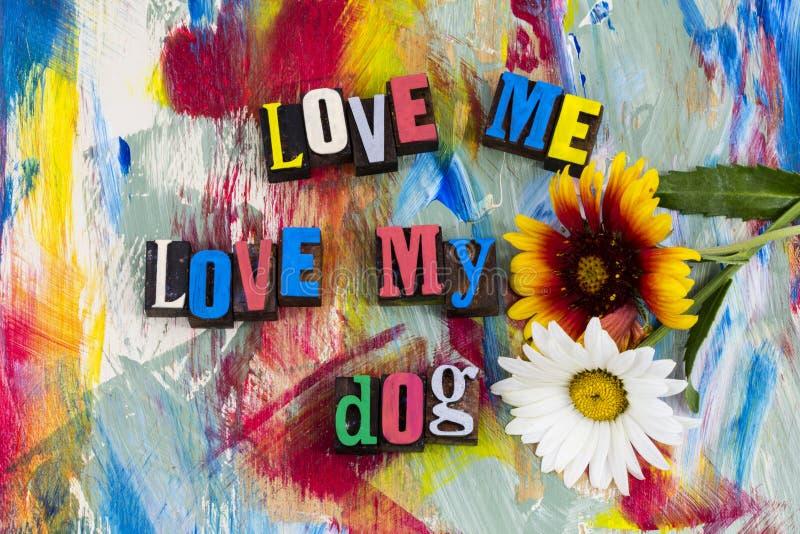 Ámeme mi familia de perro fotografía de archivo