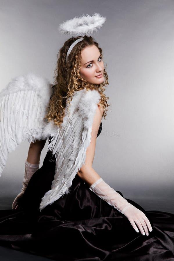 Ángel bonito que da vuelta a usted fotografía de archivo
