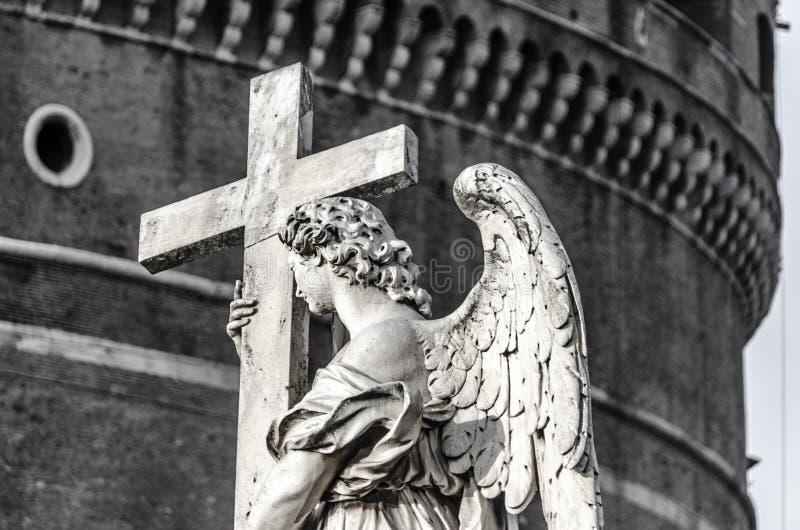 Ángel de Ángel del ` de Ponte Sant con la cruz foto de archivo libre de regalías