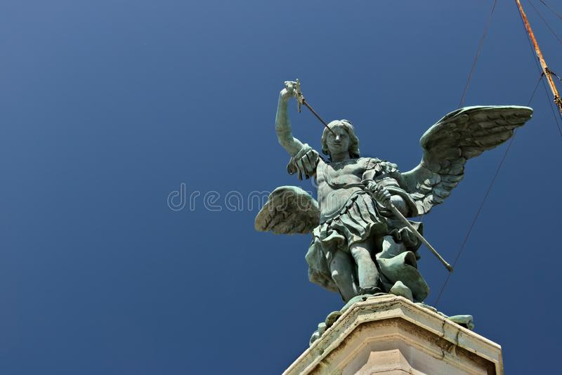 Ángel de bronce sobre Castel Sant 'Ángel fotografía de archivo libre de regalías