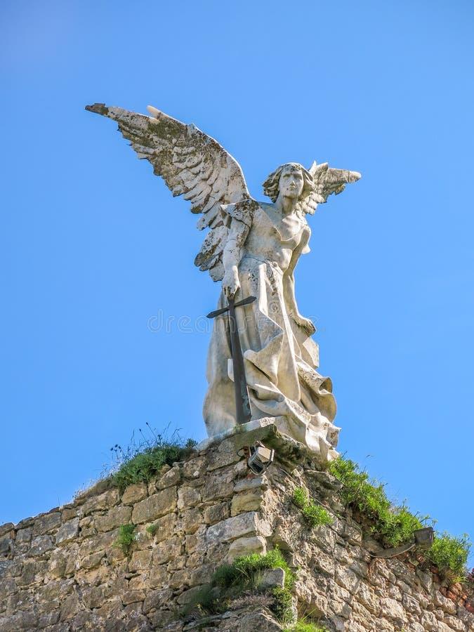 Ángel de guarda en el cementerio de Comillas, Cantabria, España septentrional imagen de archivo libre de regalías
