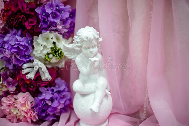 ángel de la decoración de la boda imagen de archivo