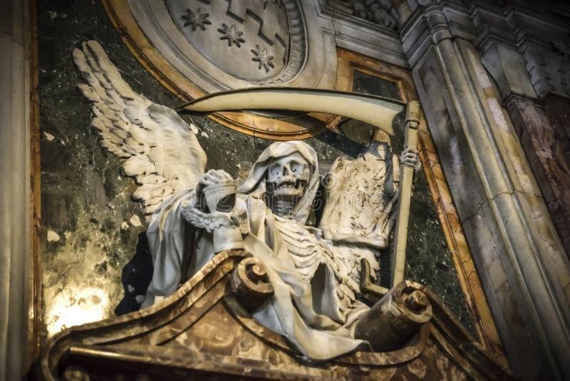 Ángel de muerte Escultura en la basílica de San Pedro en Vincoli, imagenes de archivo