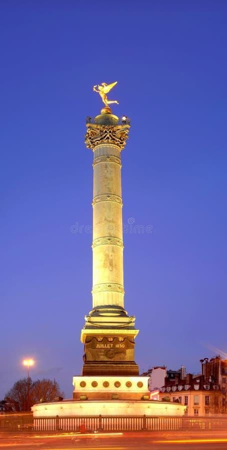 Ángel de oro del Bastille cerca de la noche imágenes de archivo libres de regalías